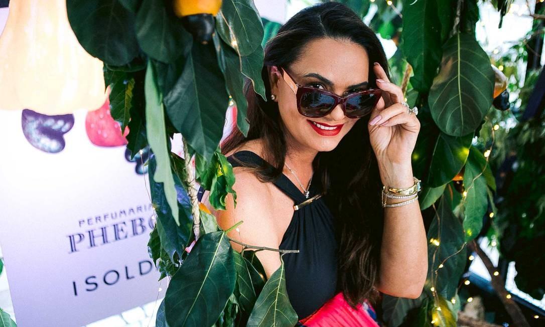 Para celebrar seus 55 anos, a Revista armou uma sunset party na varanda do Copacabana Palace, no fim da tarde de domingo. Entre os convidados, a ex-modelo e empresária Luiza Brunet, que perdeu as contas de quantas vezes viu sua imagem estampada na publicação BRUNO RYFER