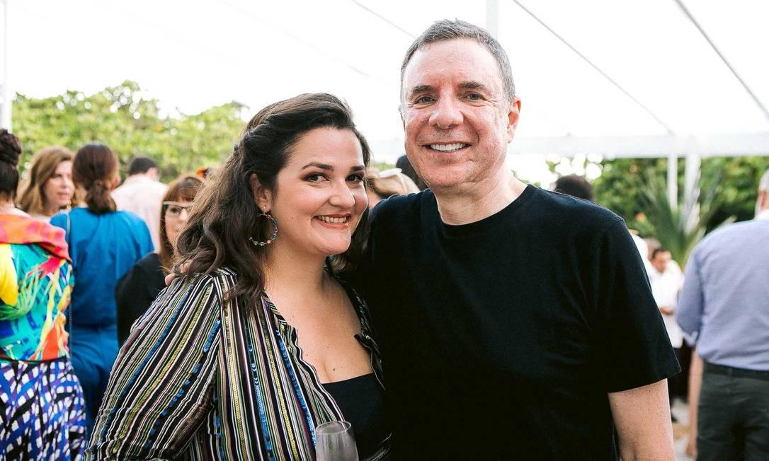 Joana Dale, editora assistente da Revista ELA, e Roberto Stern Foto: BRUNO RYFER