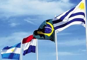 Bandeiras dos países que formam o Mercosul Foto: Arquivo