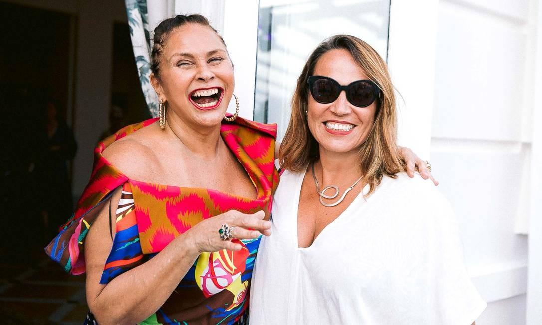 Fafá de Belém e Marina Caruso, colunista de O Globo Foto: BRUNO RYFER