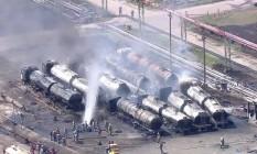 Caminhões pegam fogo na refinaria de Manguinhos Foto: Reprodução / TV Globo