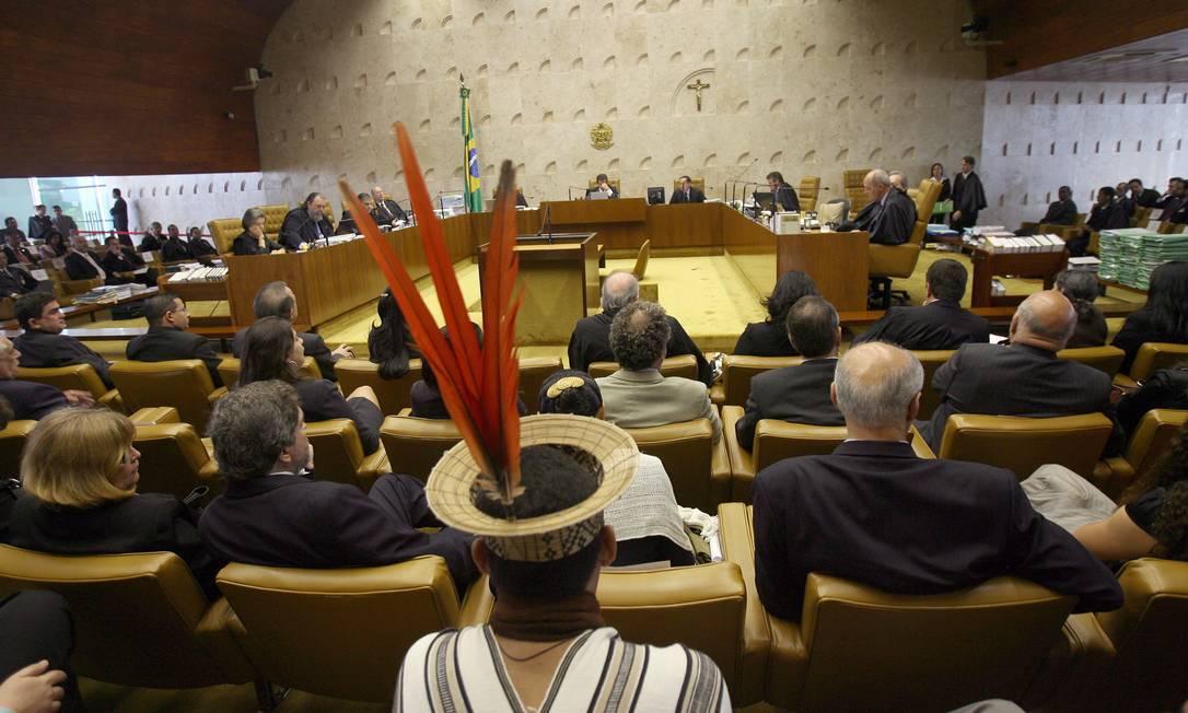 Indígena acompanha julgamento do STF sobre a demarcação da Raposa Serra do Sol Foto: Givaldo Barbosa/Agência O Globo/10-12-2018
