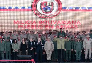 Maduro, em cerimônia militar: milícia teria 1,6 milhão de integrantes Foto: FELICIANO SEQUERA / AFP