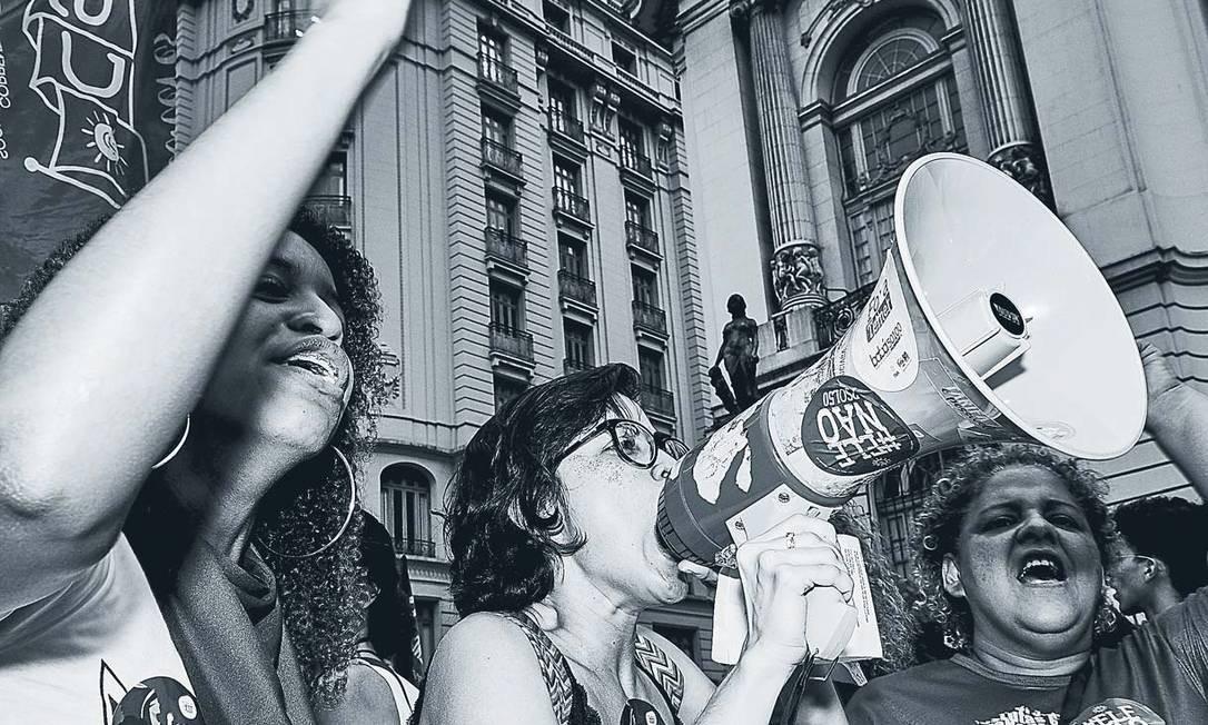 Ativistas do #EleNão em protesto no Rio de Janeiro: momento crítico da campanha eleitoral que terminou com a eleição de Bolsonaro Foto: Marcelo Saraiva / Agência O Globo