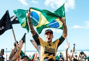 Gabriel Medina comemora o título mundial de surfe Foto: Ed Sloane / Divulgação WSL