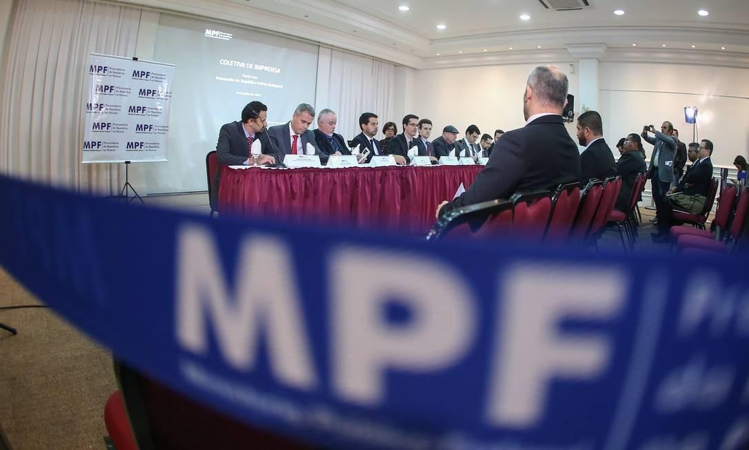 Procuradores da República que integram Câmara Criminal do MPF Foto: Geraldo Bubniak / Agência O Globo 24/07/2015