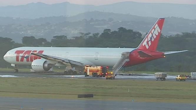 O avião da Latam que fez o pouso de emergência Foto: TV Globo / Reprodução