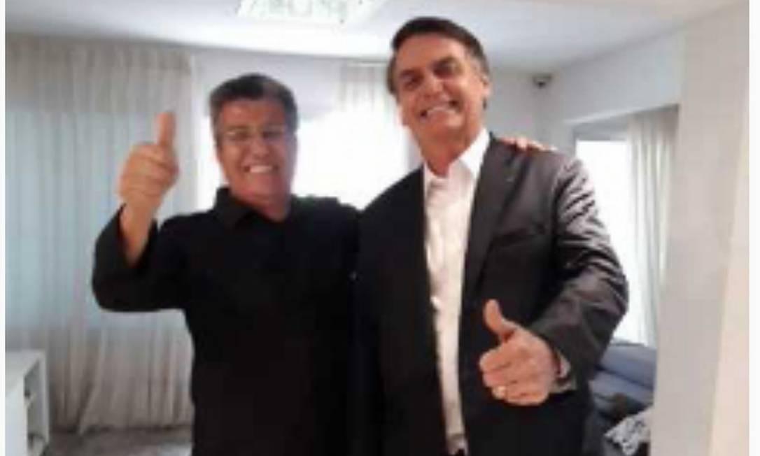 Bolsonaro provou a roupa que usará na posse Foto: Divulgação/ assessoria de imprensa