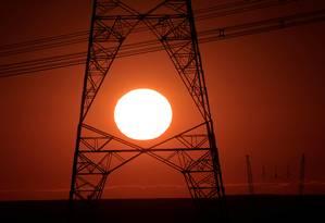 Torres de energia próximas a Brasília: leilão de transmissão com lances agressivos de companhias estrangeiras Foto: UESLEI MARCELINO / Agência O Globo