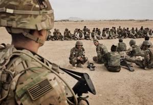 Soldados americanos supervisionam treinamento na província de Helmand Foto: Adam Ferguson/The New York Times