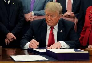 Presidente americano diz que há necessidade urgente de cuidar das fronteiras Foto: JOSHUA ROBERTS / REUTERS