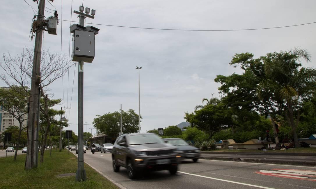 Radar instalado na Avenida das Américas, na altura do número 7.907 Foto: Emily Almeida / Agência O Globo