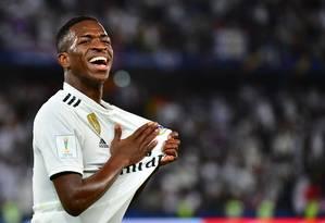 Vinicius Jr. comemora o quarto gol do Real Madrid na vitória sobre o Al Ain Foto: GIUSEPPE CACACE / AFP