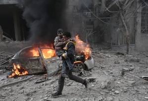 Guerra civil na Síria já deixou centenas de milhares de mortos desde 2011 Foto: ABDULMONAM EASSA / AFP