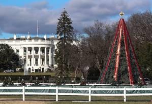 Turistas não podiam visitar parque onde fica a árvore de Natal da Casa Branca, fechado em decorrência da paralisação parcial do governo dos EUA Foto: JONATHAN ERNST / REUTERS