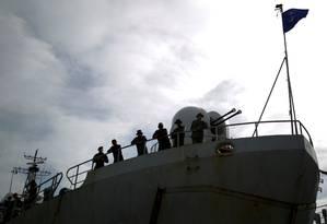 Soldados venezuelanos são vistos a bordo durante exercício militar em La Guaira Foto: Marco Bello / REUTERS