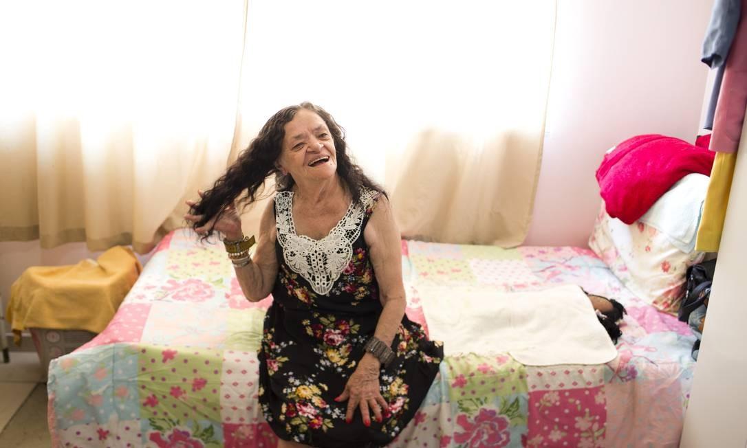 Tereza Caetana de Freitas, que há poucos dias mudou para uma casa no Condomínio Estela do Patrocínio, que fica ao lado da colônia. Foto: Márcia Foletto / Agência O Globo