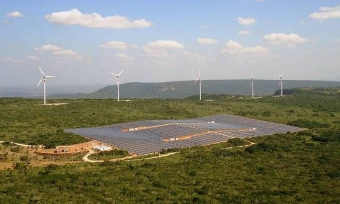 A Enel Green Power conta com o primeiro parque híbrido do país, localizado em Pernambuco, com 11 megawatts (MW) de geração de energia a partir do sol e outros 80 MW de vento Foto: Divulgação