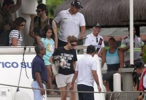 A futura primeira-dama Michelle Bolsonaro durante o desembarque na manhã desta quarta-feira no Iate Clube de Itacuruçá Foto: Marcio Alves / Agência O Globo