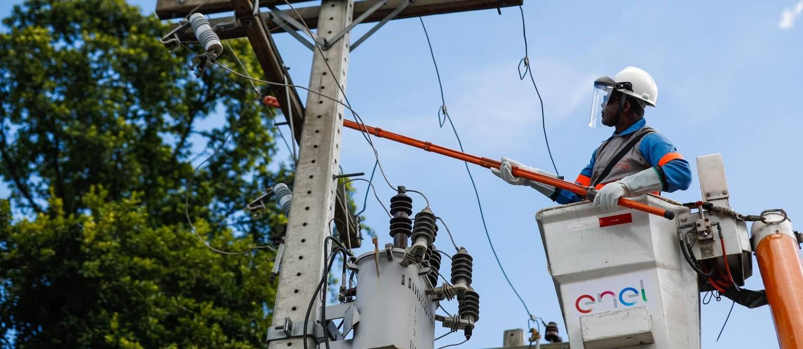 Enel investiu R$ 1,6 bilhão na modernização da rede para garantir fornecimento de energia em época de pico de consumo, como o verão Foto: Divulgação