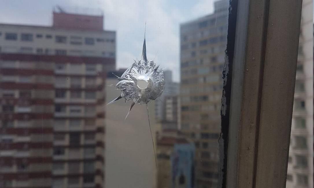Vidro quebrado no quinto andar da Câmara dos Vereadores de São Paulo durante ato contra Previdência municipal Foto: Reprodução/Twitter