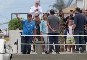 O presidente eleito Jair Bolsonaro durante o desembarque na manhã desta quinta-feira no no Iate Clube de Itacuruça Foto: Marcio Alves / O Globo