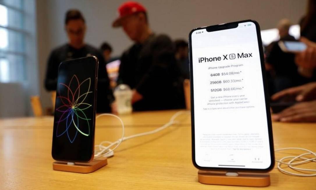 iPhones Xs Max e X da Apple são vistos em exibição na Apple Store em Manhattan, Nova York Foto: / Reuters