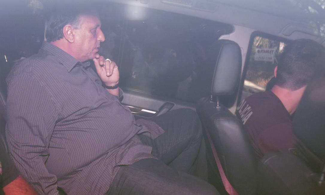Operação Laja-Jato - O Governador Luiz Fernando Pezão, sai preso do Palácio Laranjeiras por policiais federais Foto: Márcio Alves / Agência O Globo