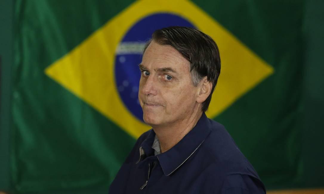 O candidato a Presidência da Republica Jair Bolsonaro vota na Escola Municipal Rosa da Fonseca na Vila Militar Foto: Pablo Jacob / Agência O Globo