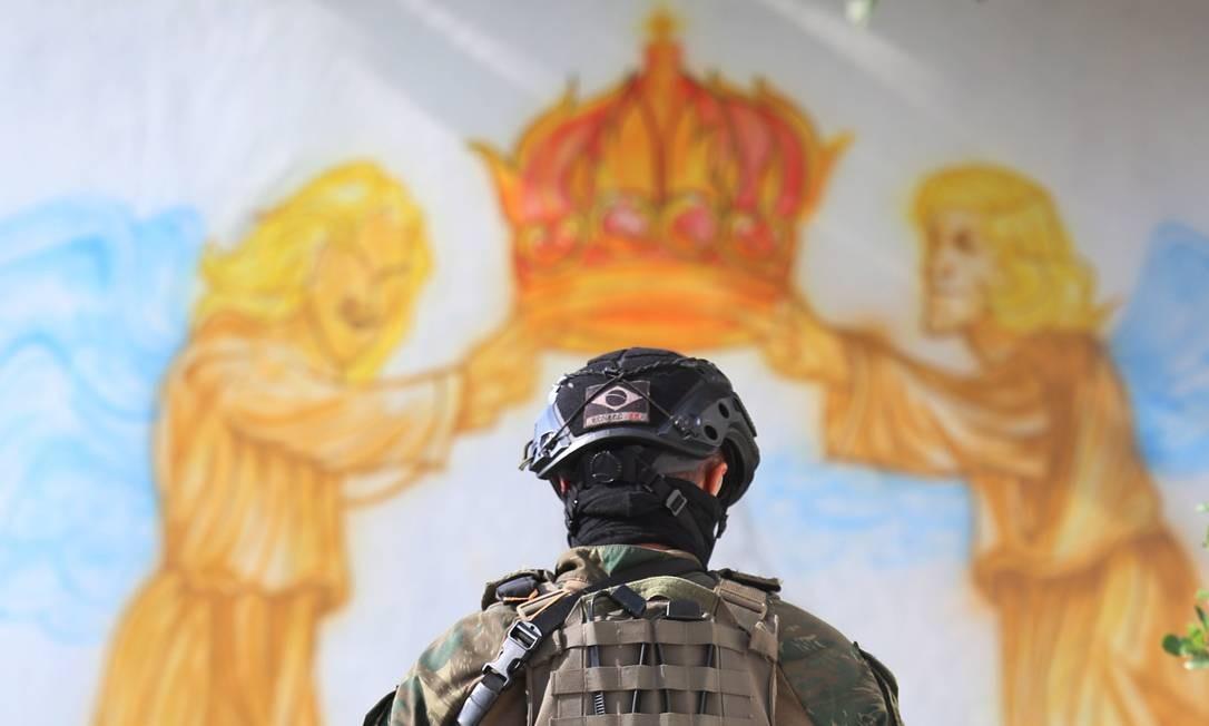 CI Rio de Janeiro (RJ) 07/03/2018 - Intervenção Federal. Militares retirando barricadas na Vila Kenedy. Foto Fabiano Rocha / O Globo Foto: Fabiano Rocha / Agência O Globo