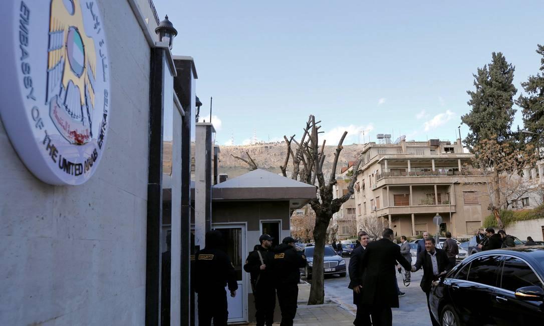 Reaberta embaixada dos Emirados Árabes Unidos na Síria Foto: OMAR SANADIKI / REUTERS