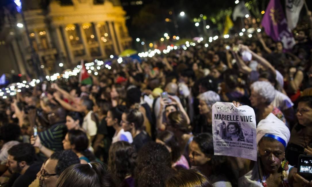 Manifestação por uma semana da morte de Marielle Franco e do motorista Anderson. Foto: Guito Moreto / Agência O Globo