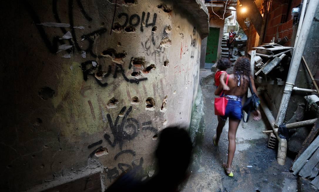 Localidade da Rocinha onde atualmente acontece os tiroteios traficantes rivais e policiais Foto: Domingos Peixoto / Agência O Globo