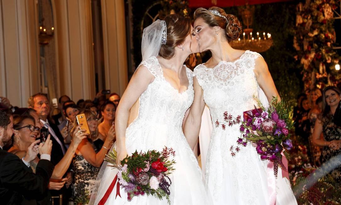 Festa de casamento de Roberta Gradel e Priscila Raab no Copacabana Palace. Foto: Marcos Ramos / Agência O Globo