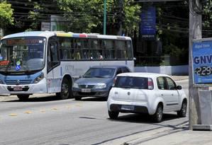 887: a linha que vai do Pechincha à Barra é uma das que tiveram alterações Foto: Uanderson Fernandes / Agência O Globo