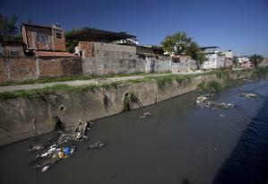 Investimentos em esgotamento sanitário voltaram a cair no Estado do Rio Foto: Márcia Foletto / Agência O Globo