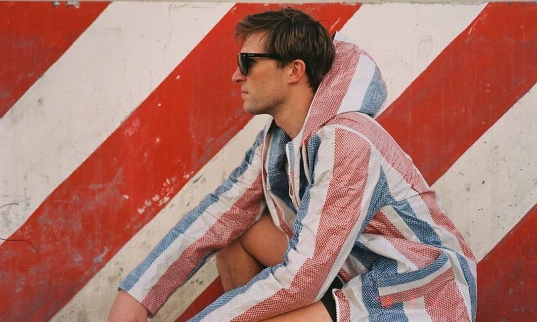 """O casaco fruto do projeto """"Market trench"""" Foto: Reprodução/Instagram"""