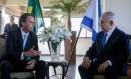Bolsonaro em encontro com o primeiro-ministro de Israel, Benjamin Netanyahu, na sexta-feira, dia 28 Foto: FERNANDO FRAZAO / AFP/28-12-2018