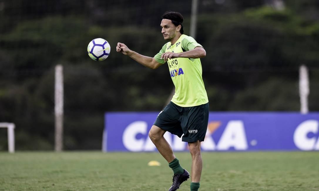 Matheus Ferraz em treino do América-MG Foto: Mourão Panda / América