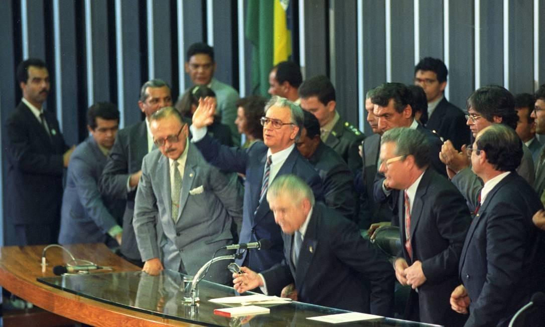 Após o impeachment de Collor, Itamar Franco assume a presidência tomou posse na Presidência Foto: sérgio Marques / Agência O Globo - 29/12/1992