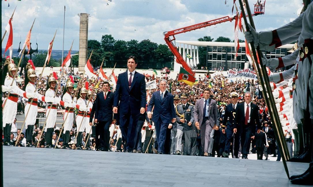 Ele subiu a rampa do Palácio do Planalto acompanhado do vice Itamar Franco 15/03/1990 Foto: Mino Pedrosa / Mino Pedrosa/ Agência O GLOBO