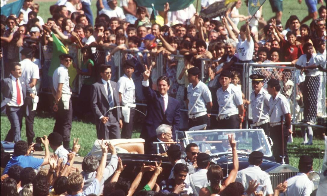 Collor desfilou em carro aberto até o Congresso 15/03/1990 Foto: Aníbal Philot