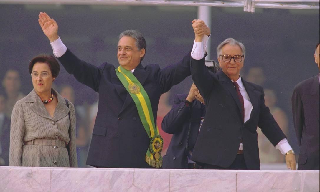 Doia anos depois, Itamar passou a faixa presidencial para Fernando Henrique Cardoso, que foi ministro da Economia Foto: Sérgio Marques/ Agência O Globo