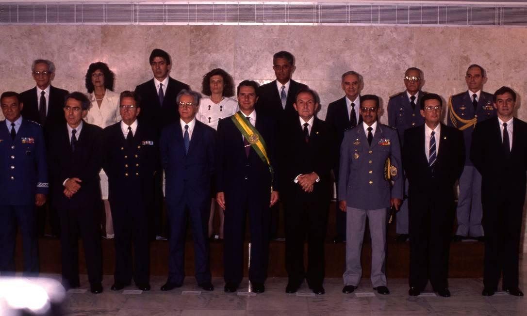 E posou com os ministros, em número bem menor do que hoje em dia 15/03/1990 Foto: Sergio Marques/ Agência O GLOBO