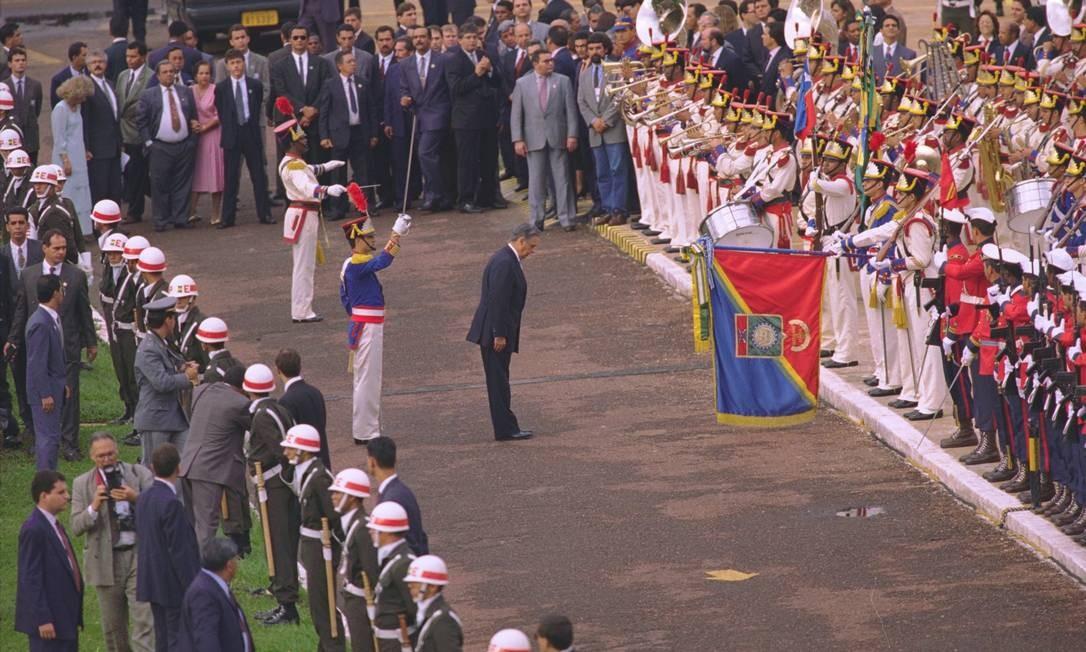 E passou a tropa em revista 01/01/1995 Foto: Cezar Loureiro/ Agência O GLOBO