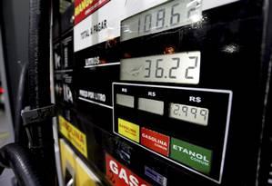 Com o fim do desconto no ICMS, o etanol perderá a vantagem competitiva com a gasolina no Rio de Janeiro Foto: Marcelo Theobald / Agência O Globo