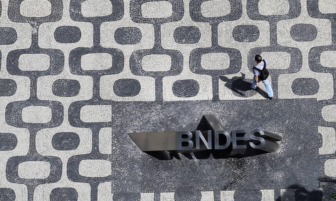 Estimativa do BNDES é fechar R$ 30 bilhões em negócios com a nova postura Foto: Nacho Doce / Agência O Globo