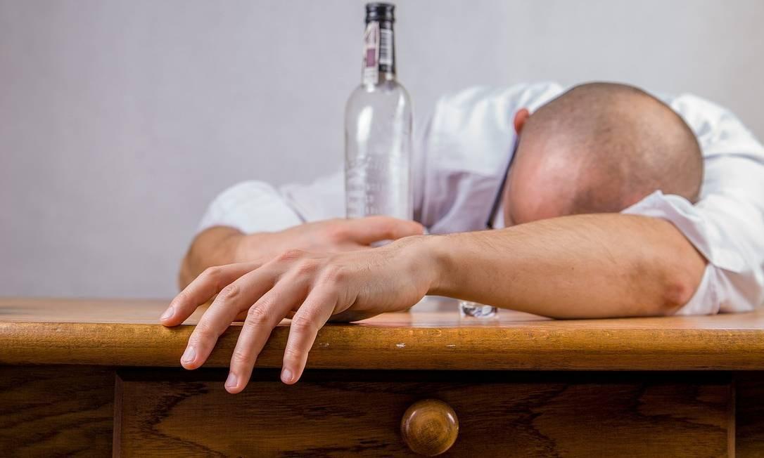 A ressaca pode ser prevenida com uma dieta saudável no dia da festa Foto: Pixabay