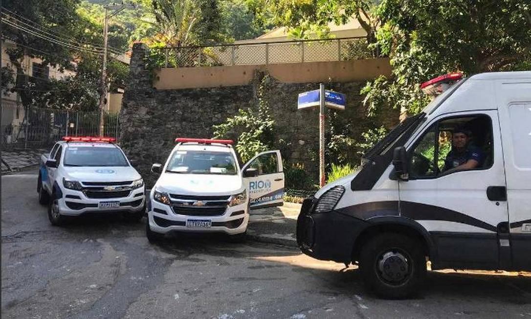 Agentes aguardam início da ação conjunta de fiscalização nos arredores da subida do Corcovado Foto: / Divulgação