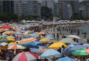 Com calor e tempo firme, praias do Rio ficam lotadas nesta segunda-feira Foto: Guilherme Pinto _ Agência O Globo